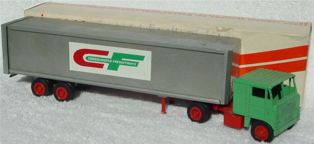 Winross - White 7000 Consolid. Freight Green and Grey 72