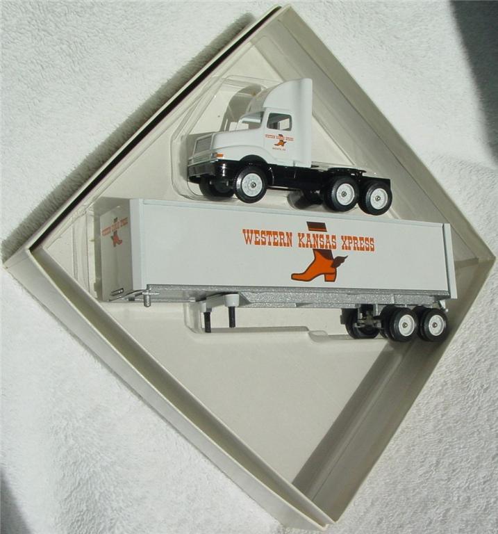 Winross - Intl 8300 Western Kansas Express White 1994
