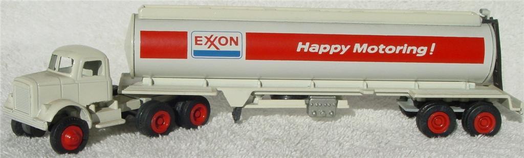 Winross - White 9000 Exxon Tanker White 1975