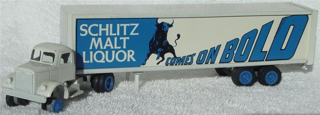 Winross - White 9000 Schiltz Malt Liquor -1 tire White and Blue 75?