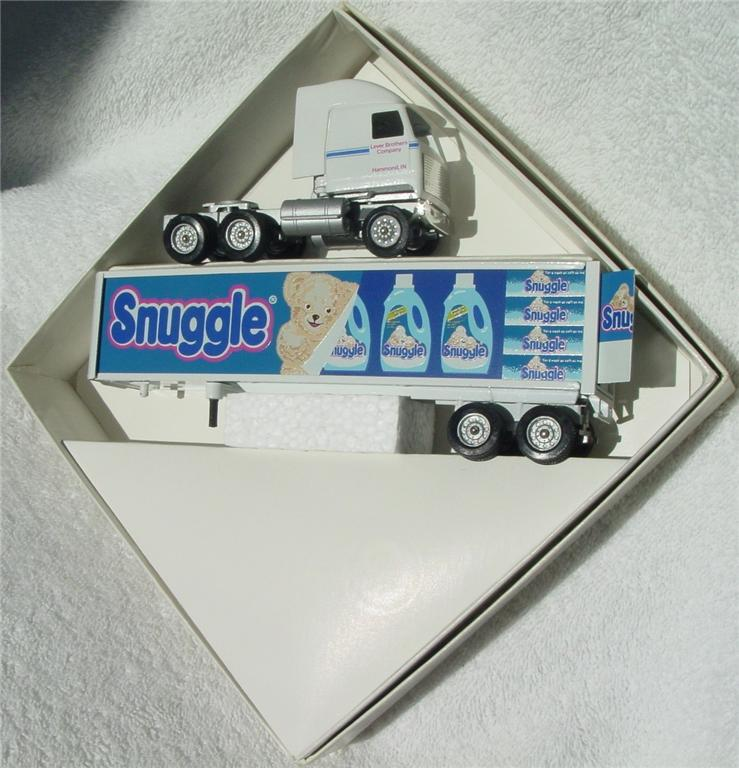 Winross - Mack Snuggle White (American Highway Series 93)