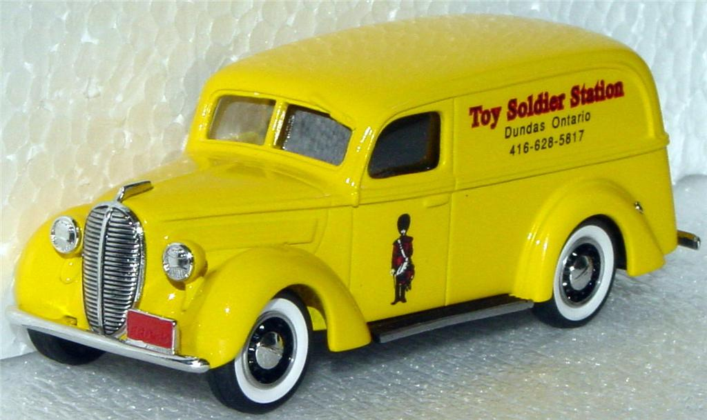 Durham Classics 39 - 39 Ford Del Yellow Toy Soldier Station 1/200