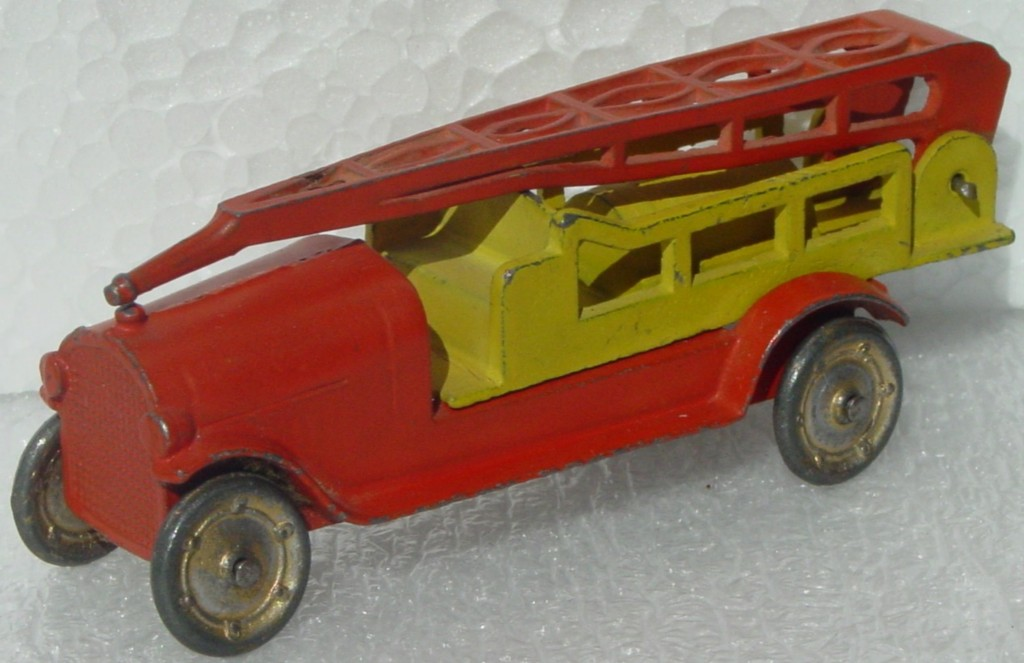 43 - TOOTSIETOY Fire Ladder extension truck Orange/Yellow