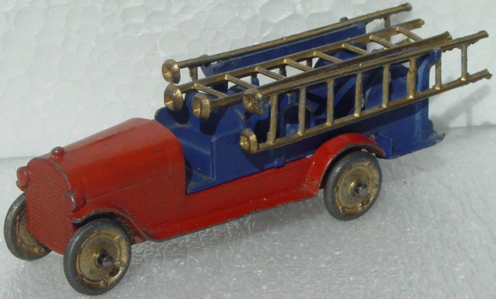 43 - TOOTSIETOY Fire Ladder Truck Orange/Blue