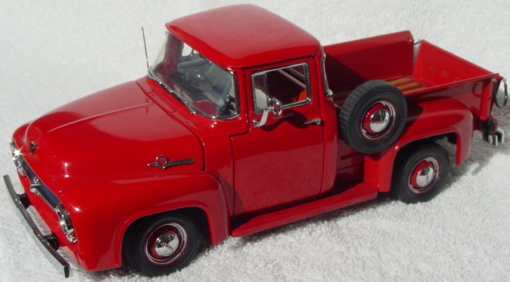 24 - DANBURY Ford F-100 Pickup Red (94)