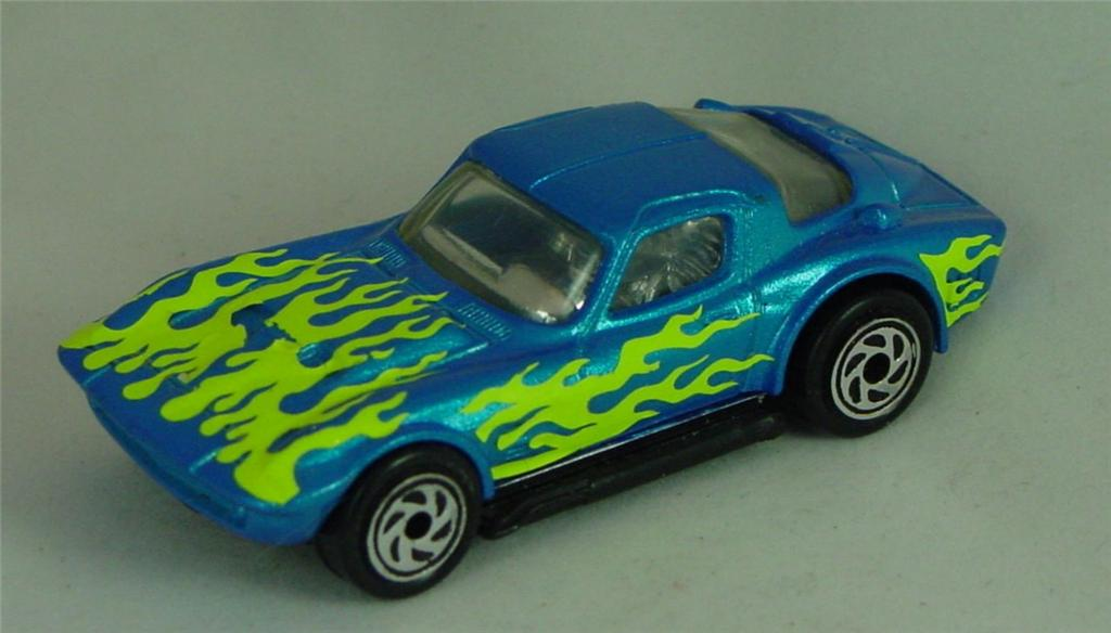 Pre-production 02 G 15 - Vette Grand Sport met light Blue yellow flames tampo made in Thailand