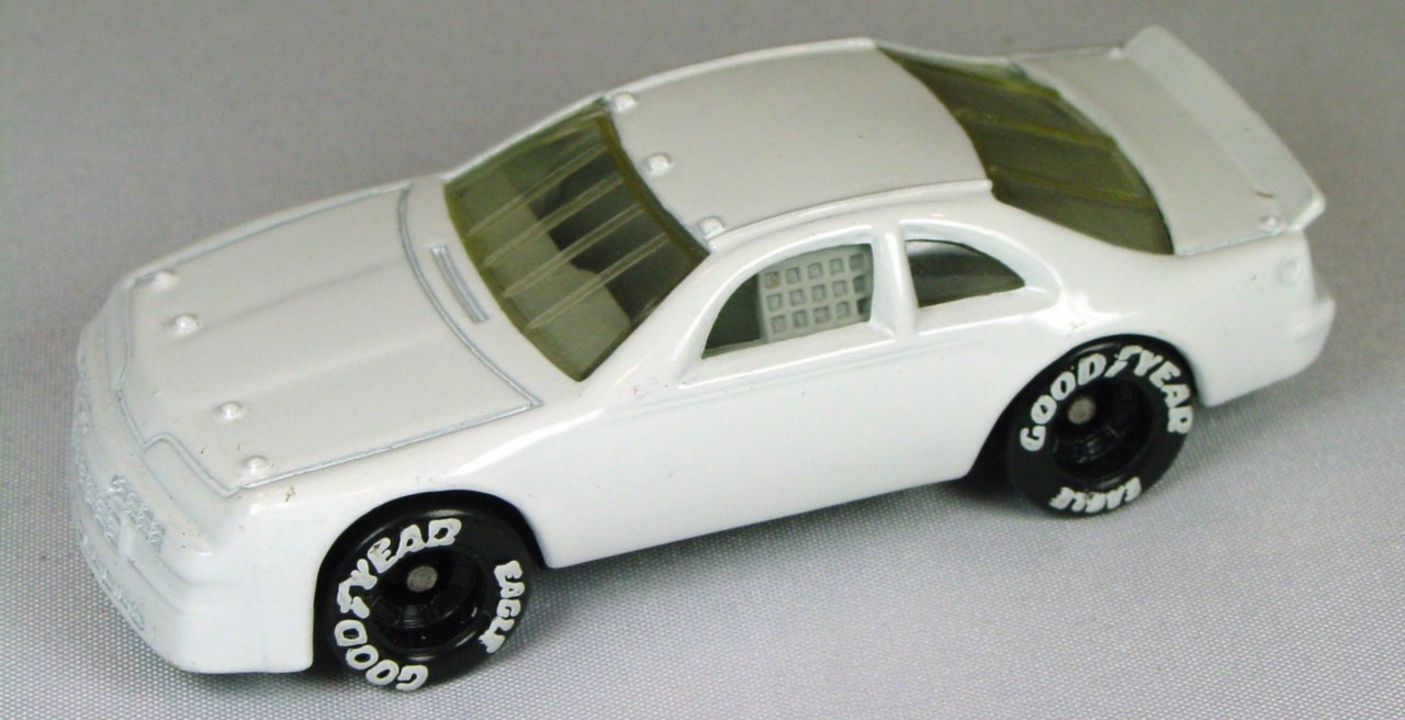 Pre-production 07 G - Ford T-Bird White light grey interior no tampo made in Thailand