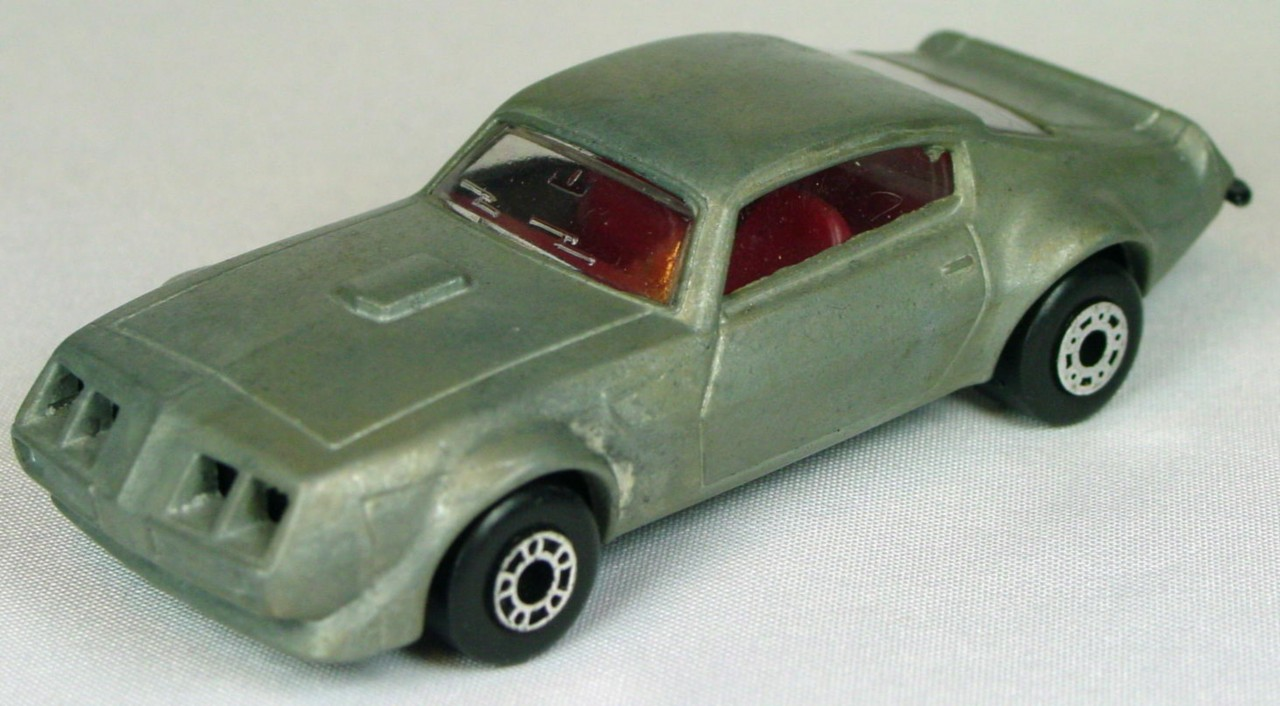 Bulgarian 16 B - Pontiac unpainted red interior