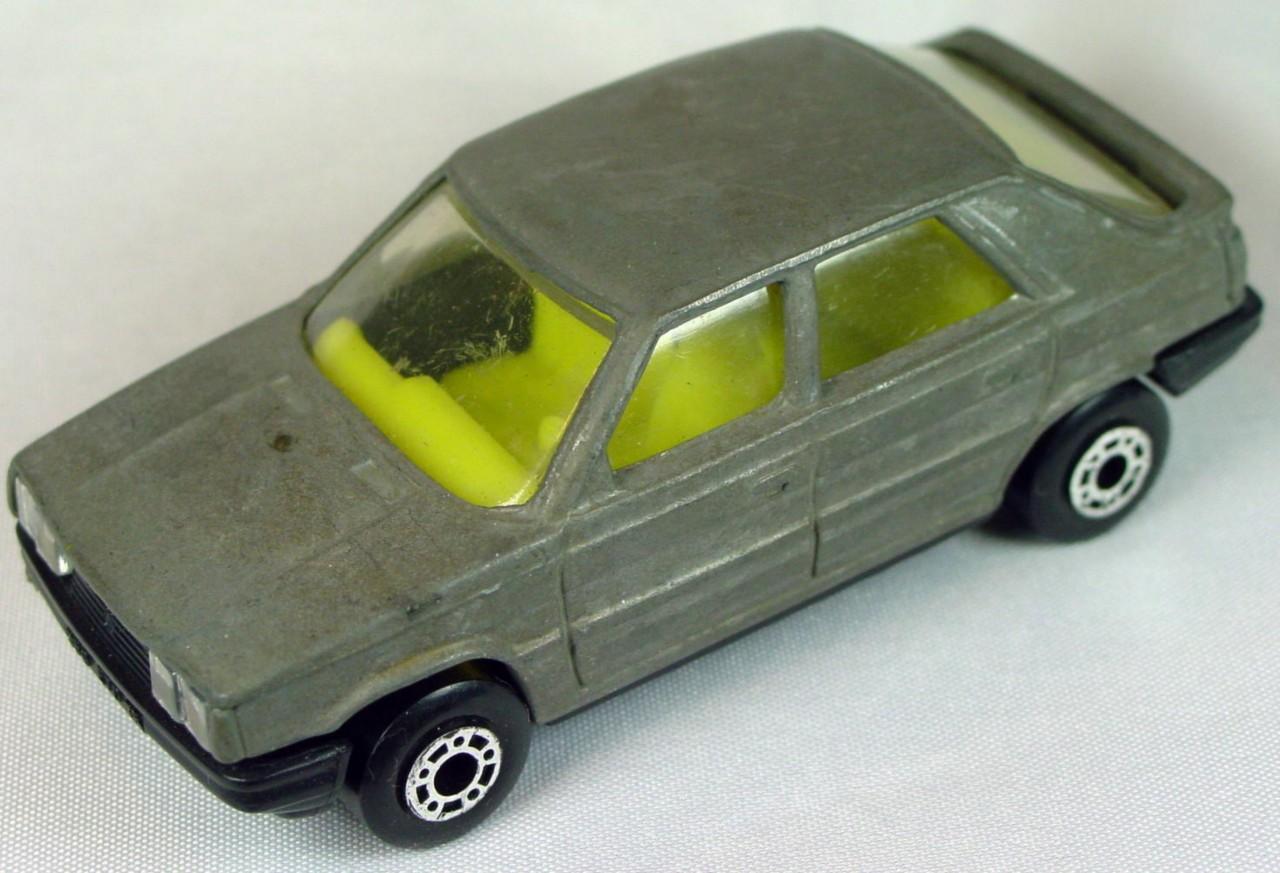 Bulgarian 33 E - Renault 11 Unpainted light yellow interior black base
