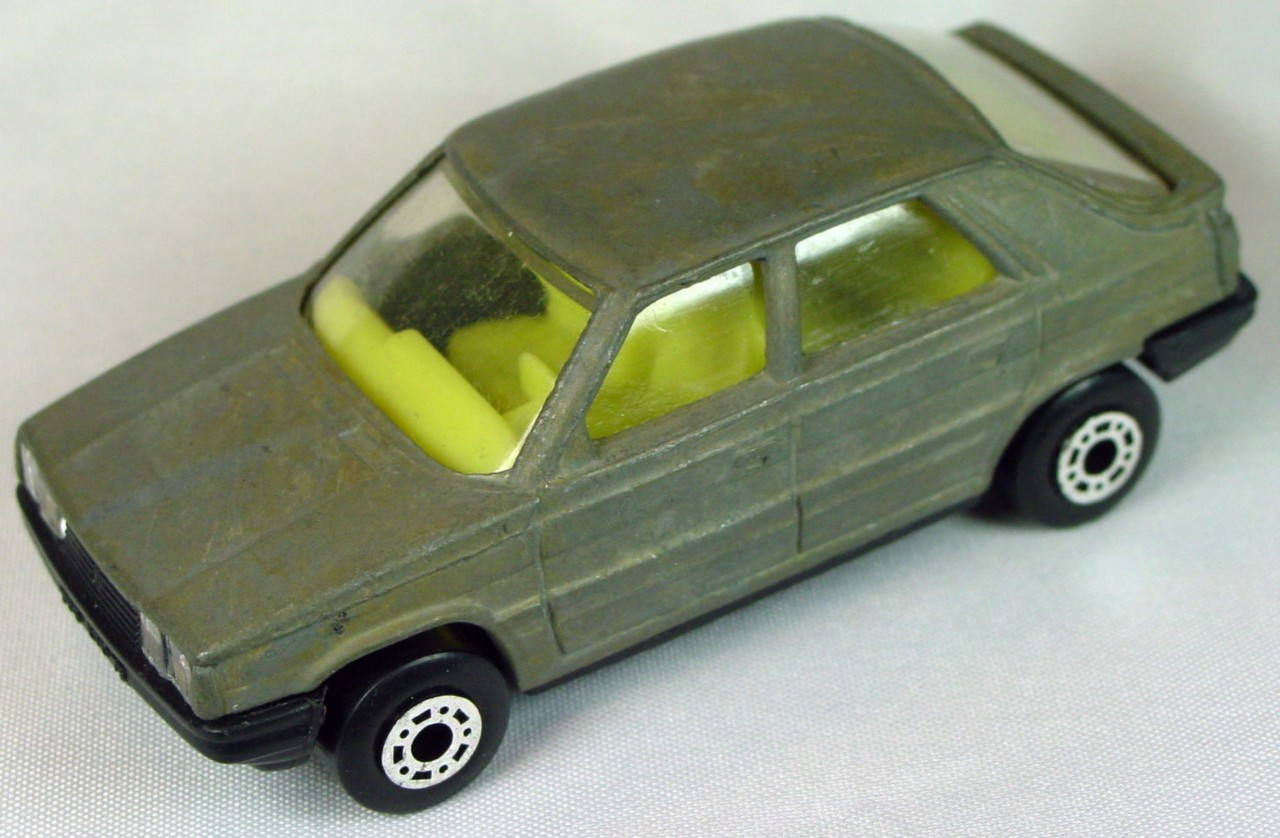 Bulgarian 33 E - Renault 11 Unpainted pale yellow interior black base