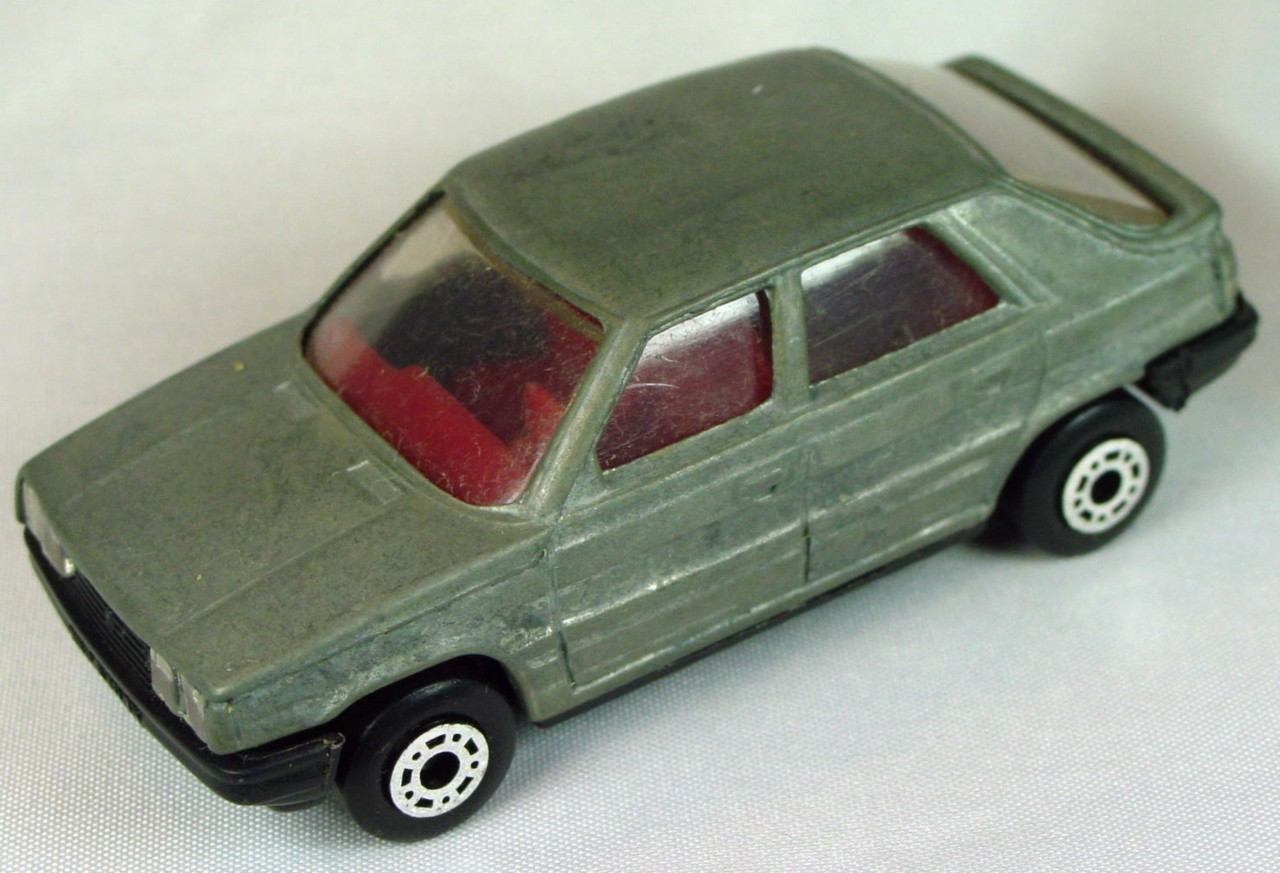 Bulgarian 33 E - Renault 11 Unpainted red interior black base