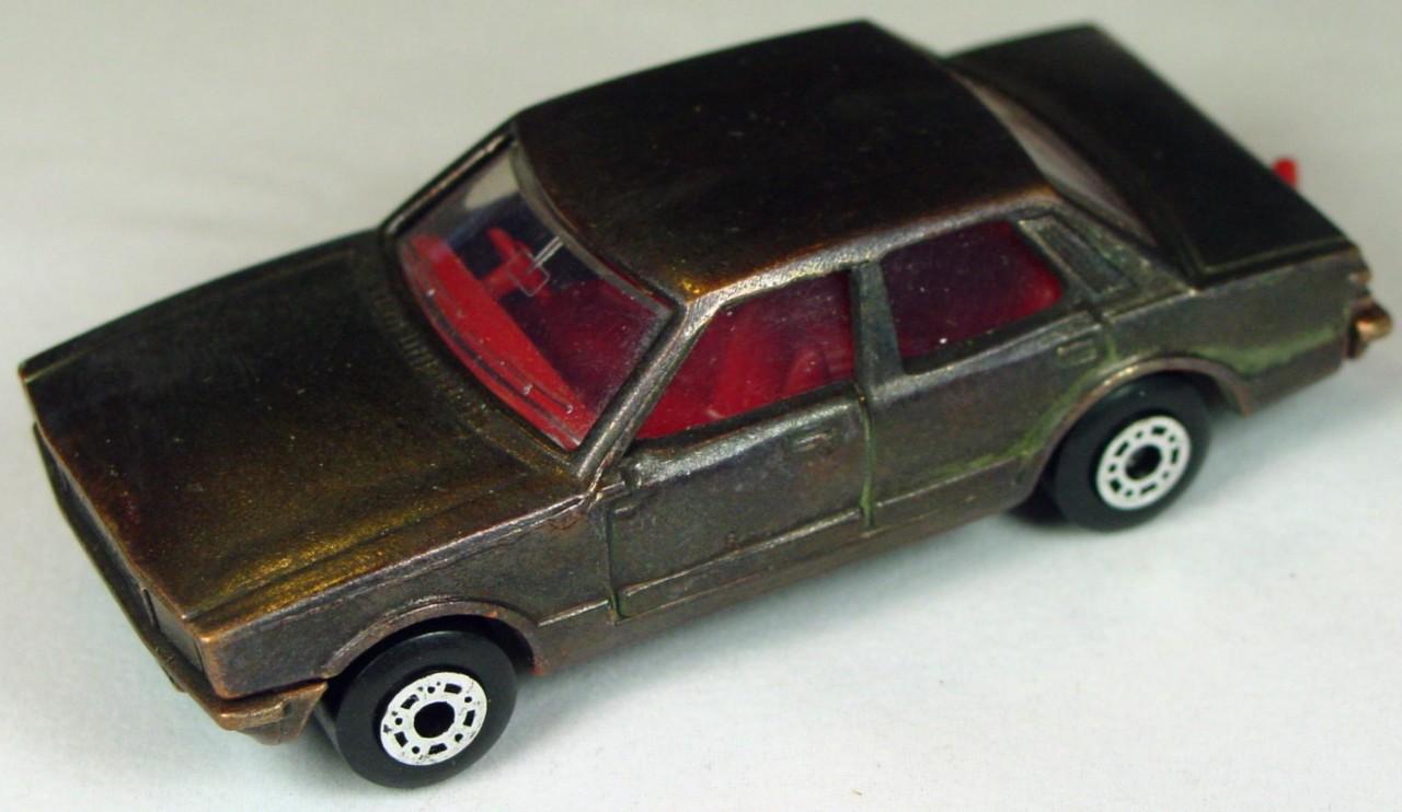 Bulgarian 55 D - Ford Cortina Bronze brnz base red interior