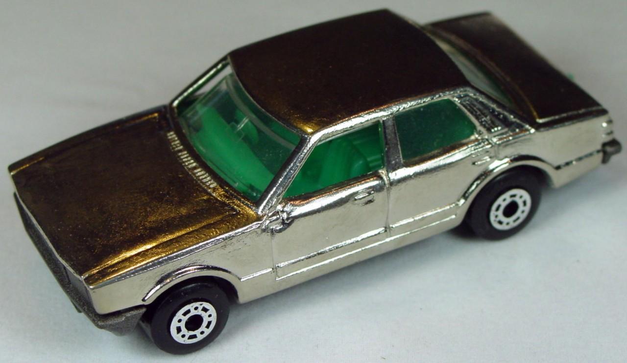 Bulgarian 55 D - Ford Cortina Chrome met charcoal base aq interior