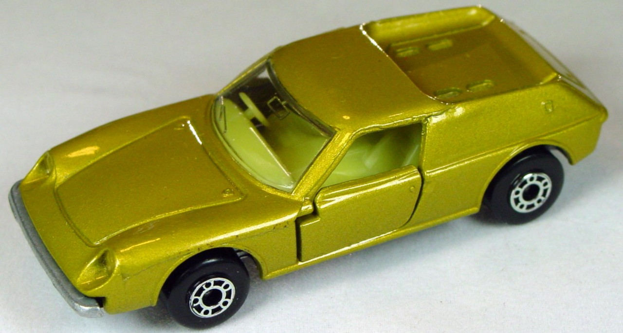 Bulgarian 05 A 3 - Lotus Europa met Gold sil-grey base yellow interior clear window