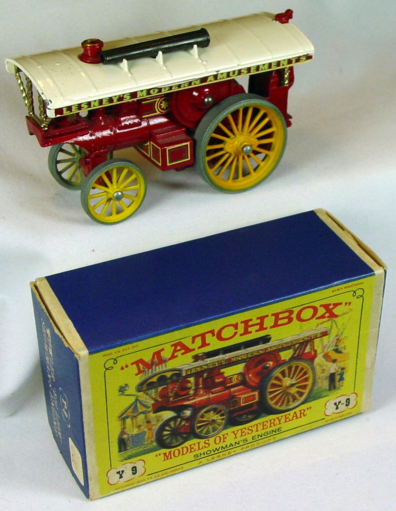Models of YesterYears 09 A 10 - Showmans Red white top gold boiler C9+ D3 box