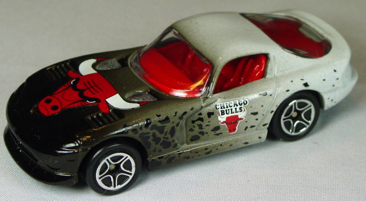 Pre-production 01 G 16 - Dodge Viper GTS Black and white Chicago Bulls rivet glue made in China