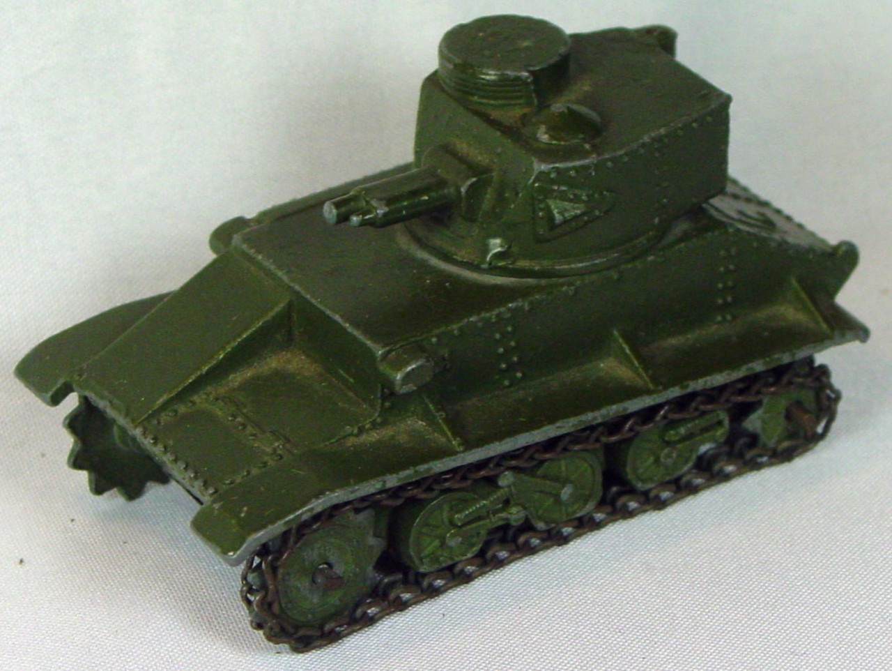 Dinky 152 A - Light Tank -antenna -1 tread