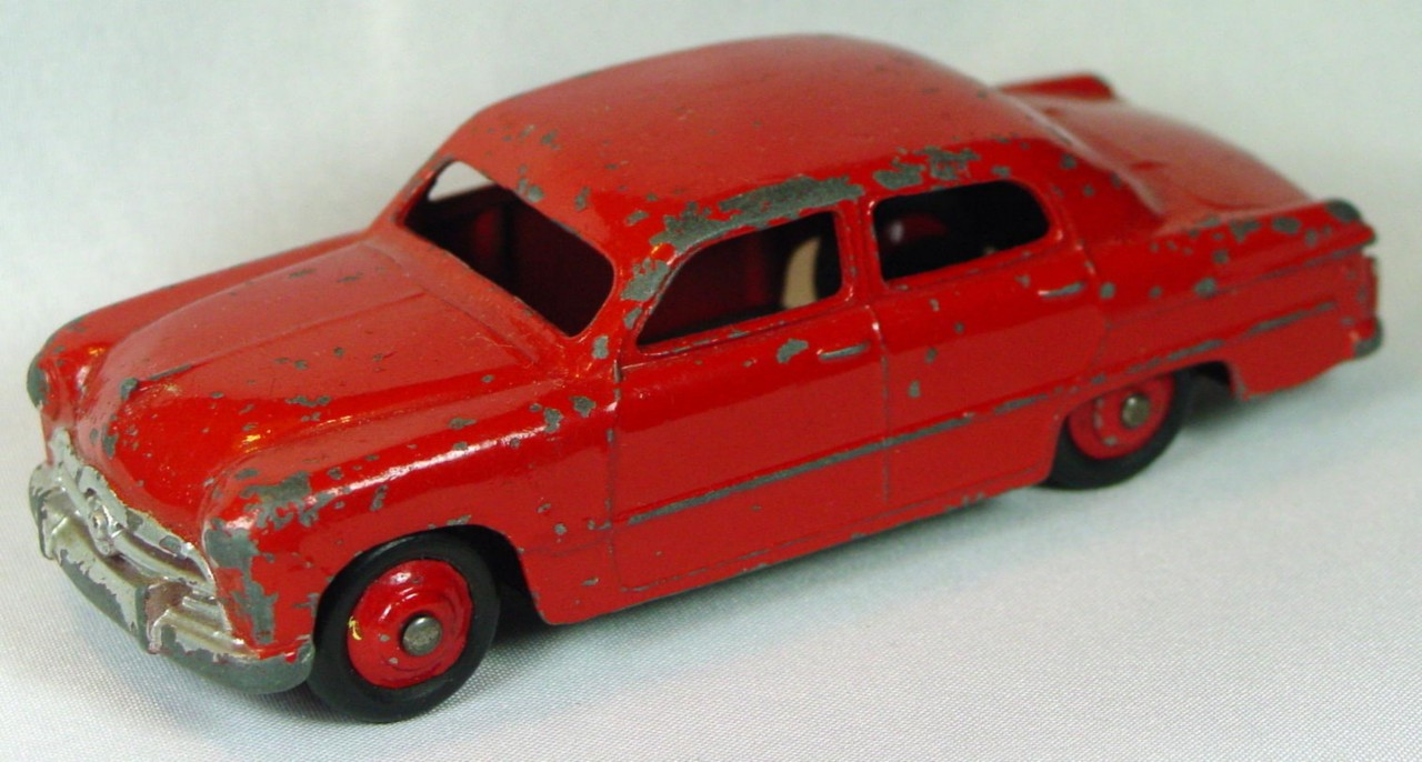 Dinky 170 - Ford Fordor Red red hubs