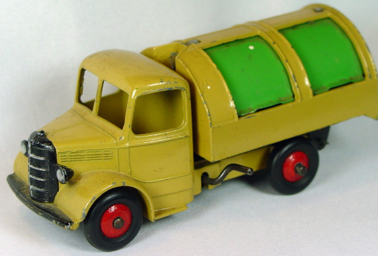 Dinky 25 V - Bedford Refuse Tan green drs red hubs