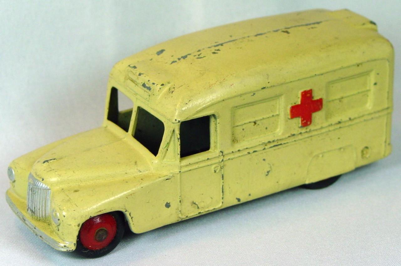 Dinky 30 H - (253) Daimler Ambulance Cream