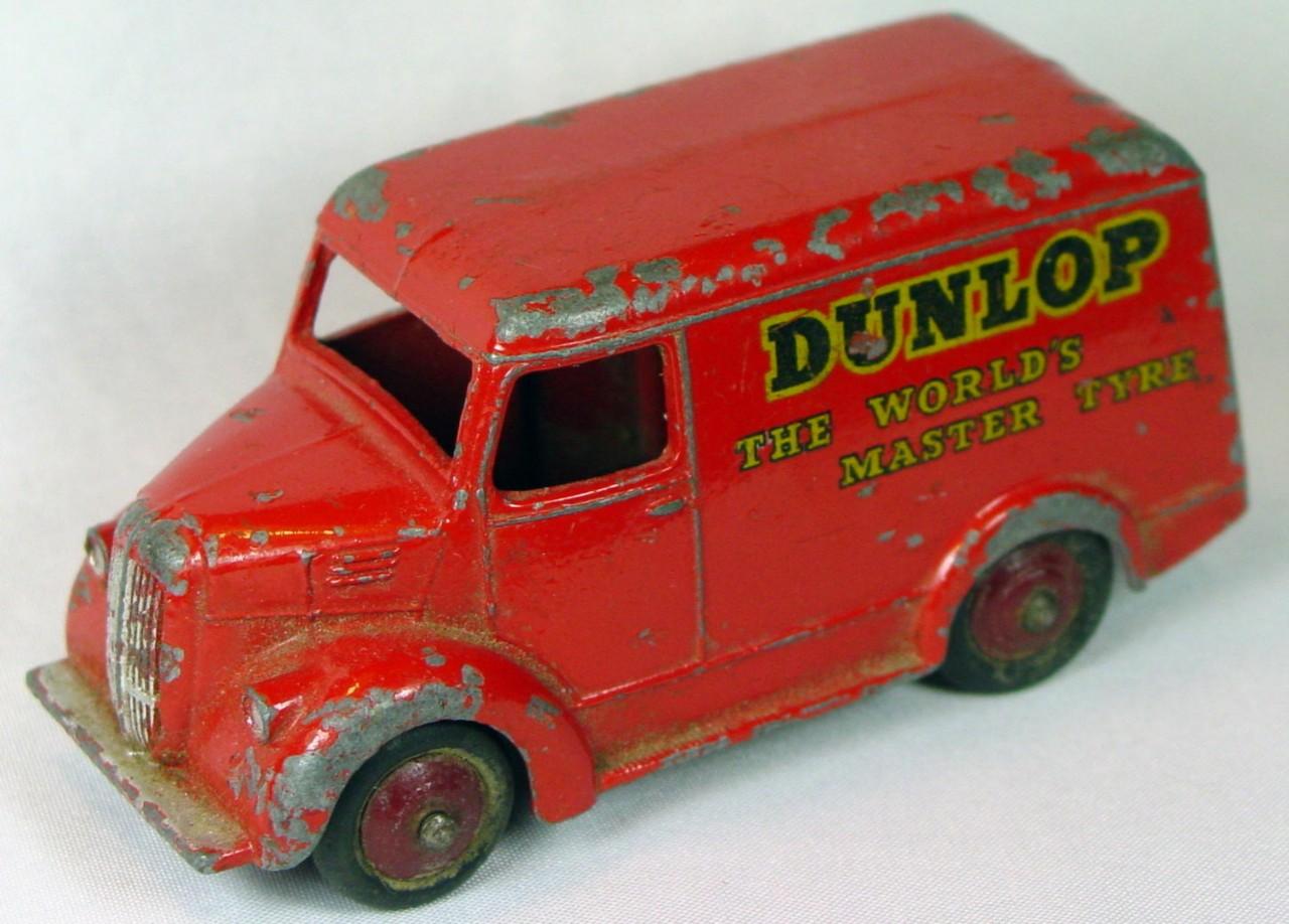 Dinky 31 B - (451) Trojan Van Dunlop Red