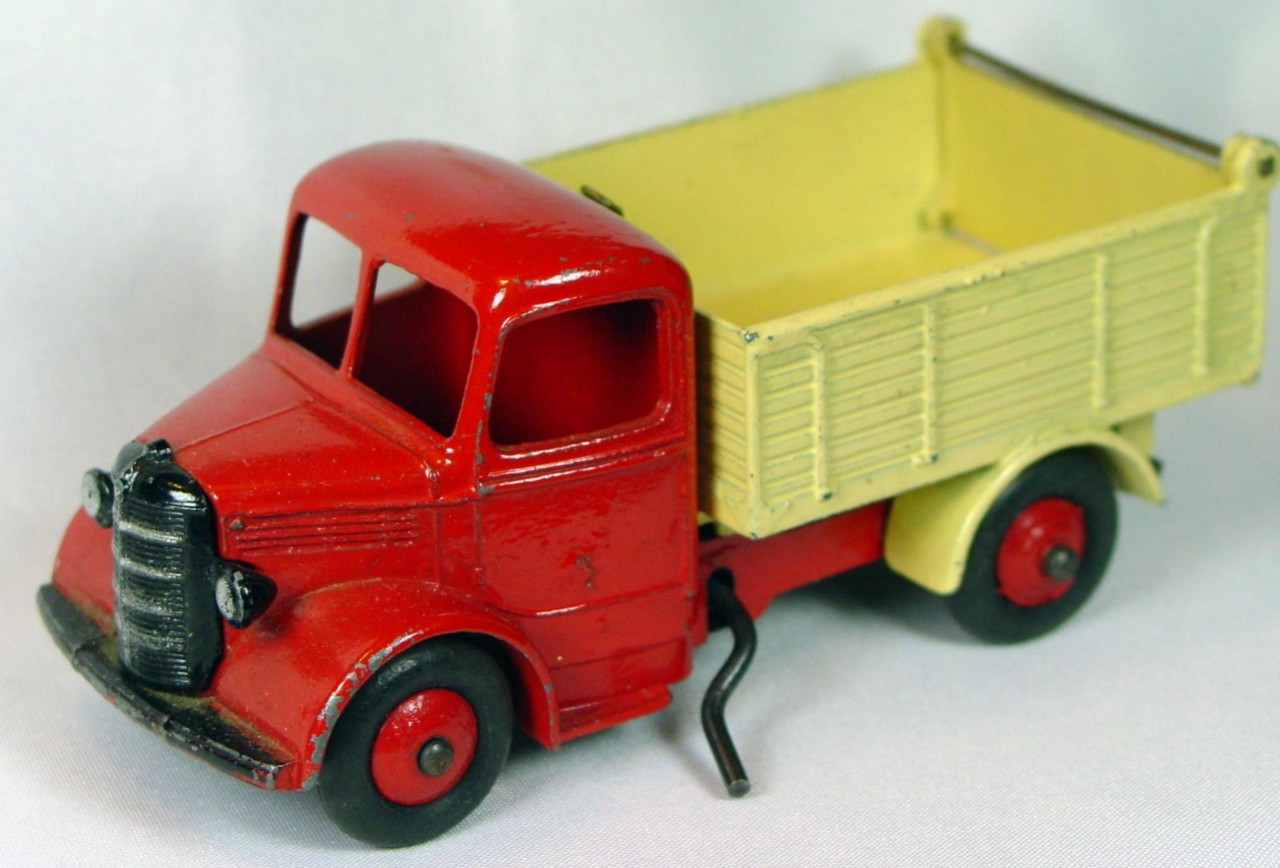 Dinky 410 - Bedford Tipper Red and cream RED hubs