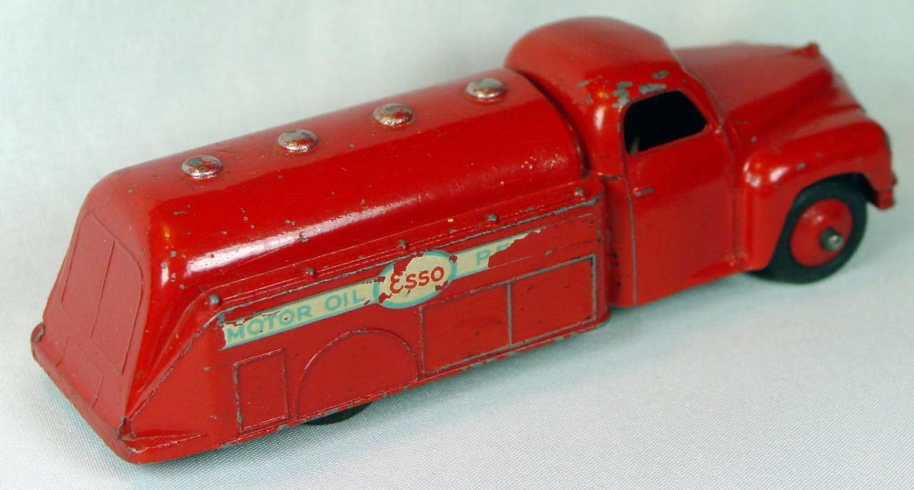 Dinky 442 - Studebaker Esso tanker Red light blue in decals 95/75%