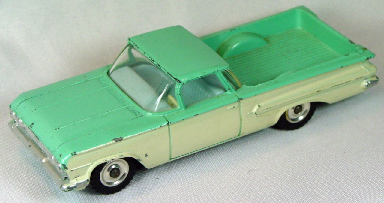Dinky 449 - El Camino Pickup turquoise and white