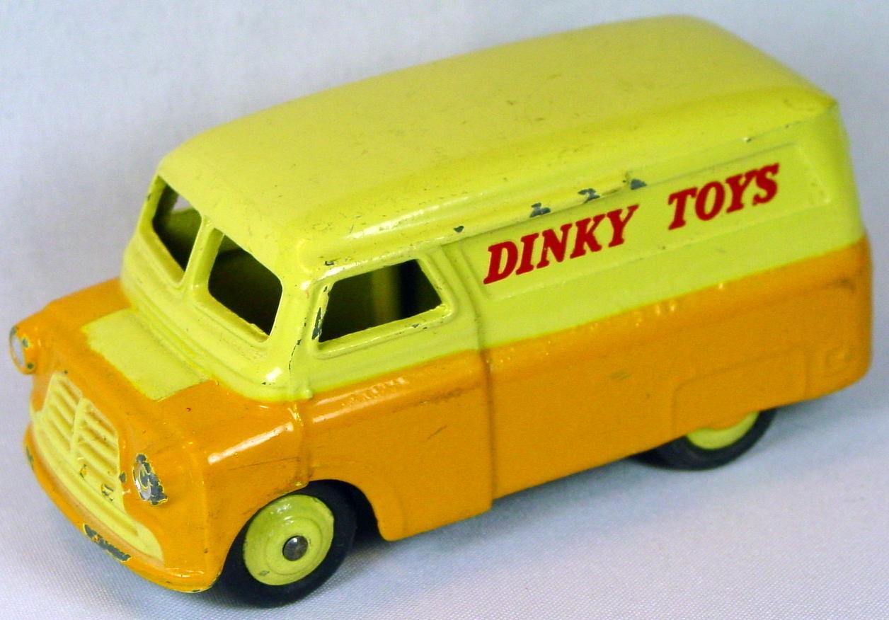 Dinky 482 - Bedford Van Dinky Toys