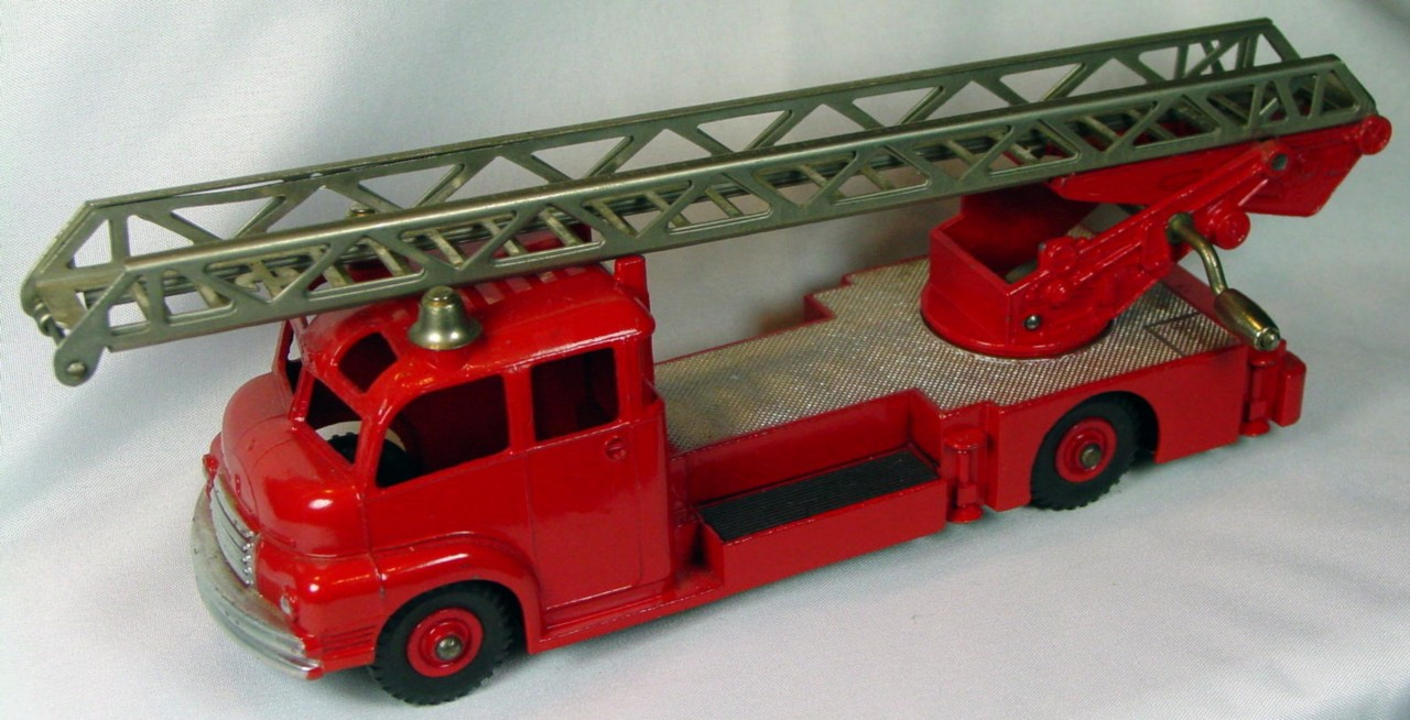 Dinky 956 - Turntable Fire Truck 3 chips