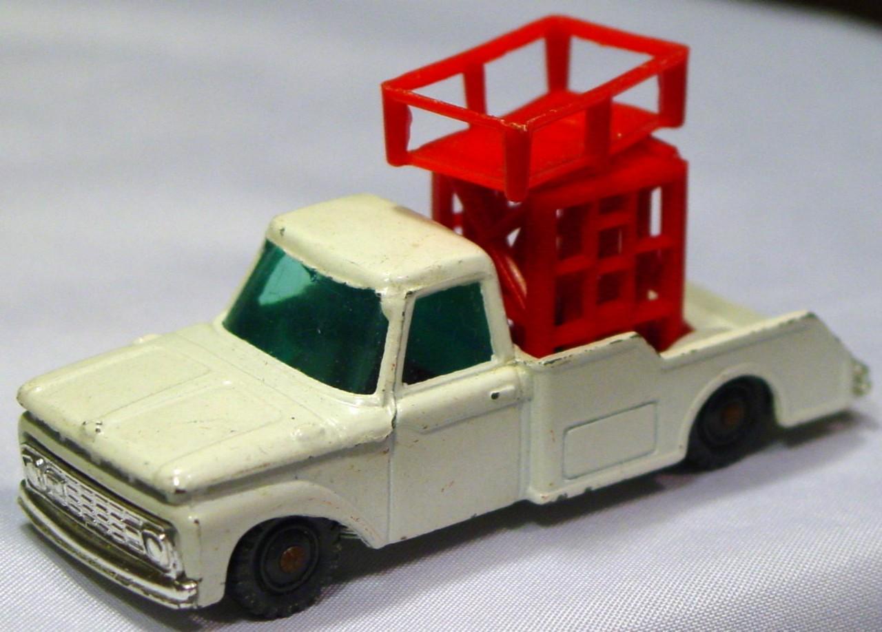 Husky-Corgi Jr 12 B 2 - HUSKY Ford Tower Truck White black plastic wheels