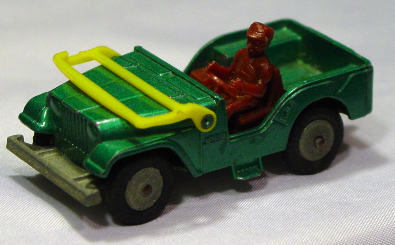 Husky-Corgi Jr 5 B 2 - HUSKY Willys Jeep Green yellow window  1 window crack