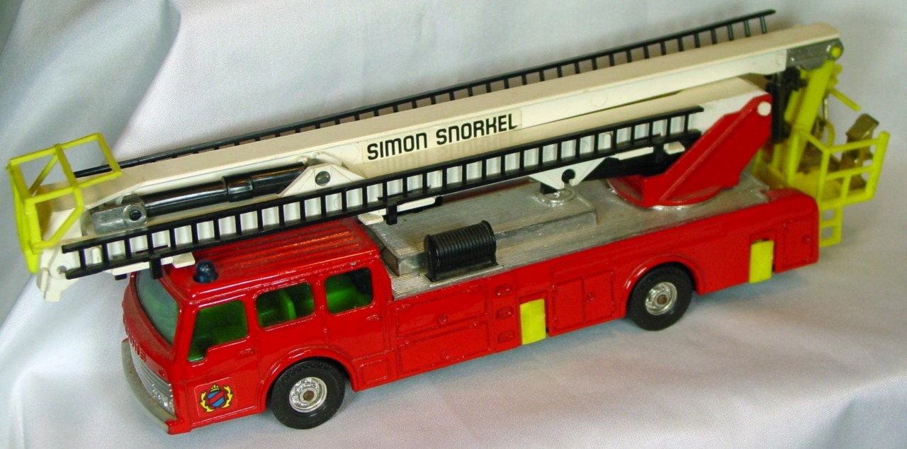 Corgi 1126 B - Dennis Fire Simon Snorkel 3 chips