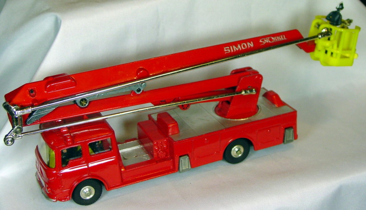 Corgi 1127 - Bedford Fire Simon Snorkel with firemen C9- box