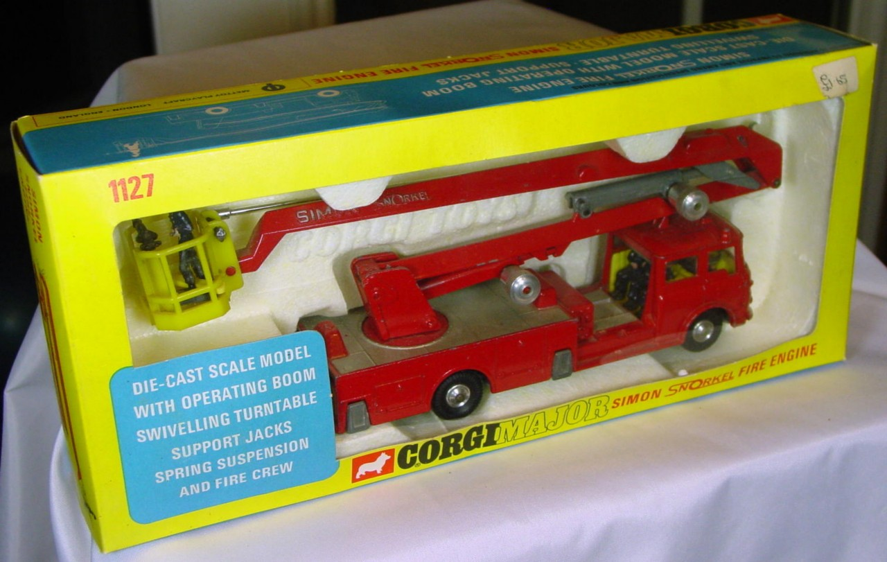 Corgi 1127 A - Simon Snorkel with firemen (Very Near Mint) C9 window box