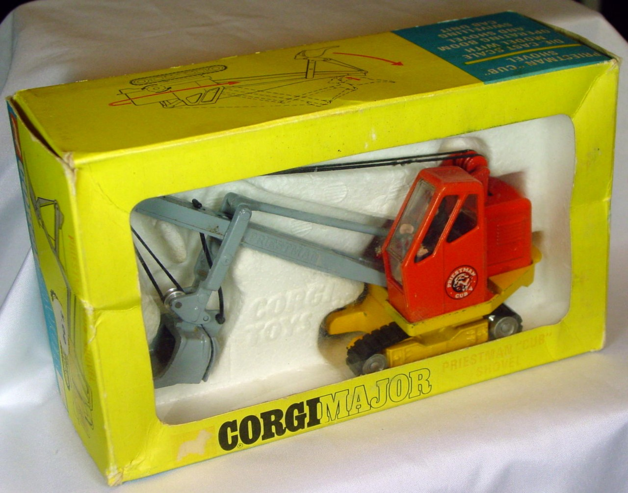 Corgi 1128 - Priestman Cub Shovel Red and yellow Very Near Mint slight box fade