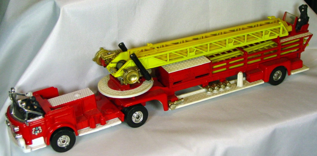 Corgi 1143 A 3 - American La France Fire Red and White Whizzwheels