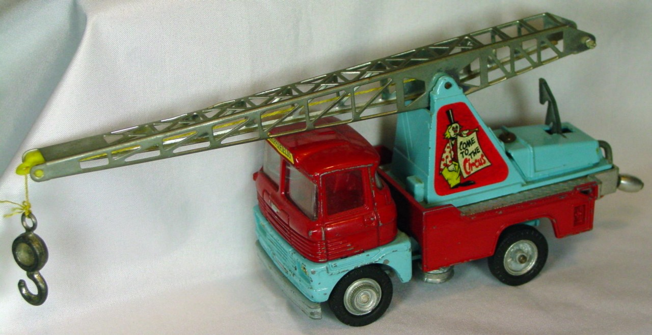 Corgi 1144 A - Chipperfields Scammell Crane Truck no rhino/cage
