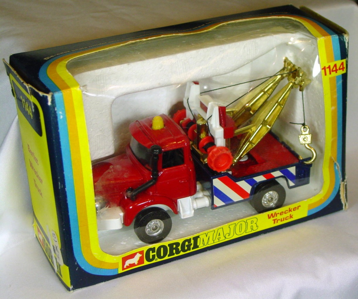 Corgi 1144 - Berliet Wrecker Red and white and gold C8.5 window box