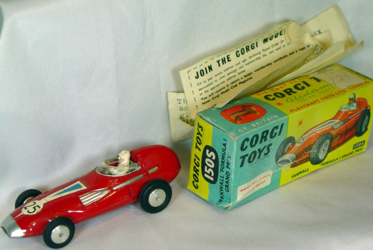 Corgi 150 S - Vanwall Racer Red 1 chip sm decal cracks C8 box