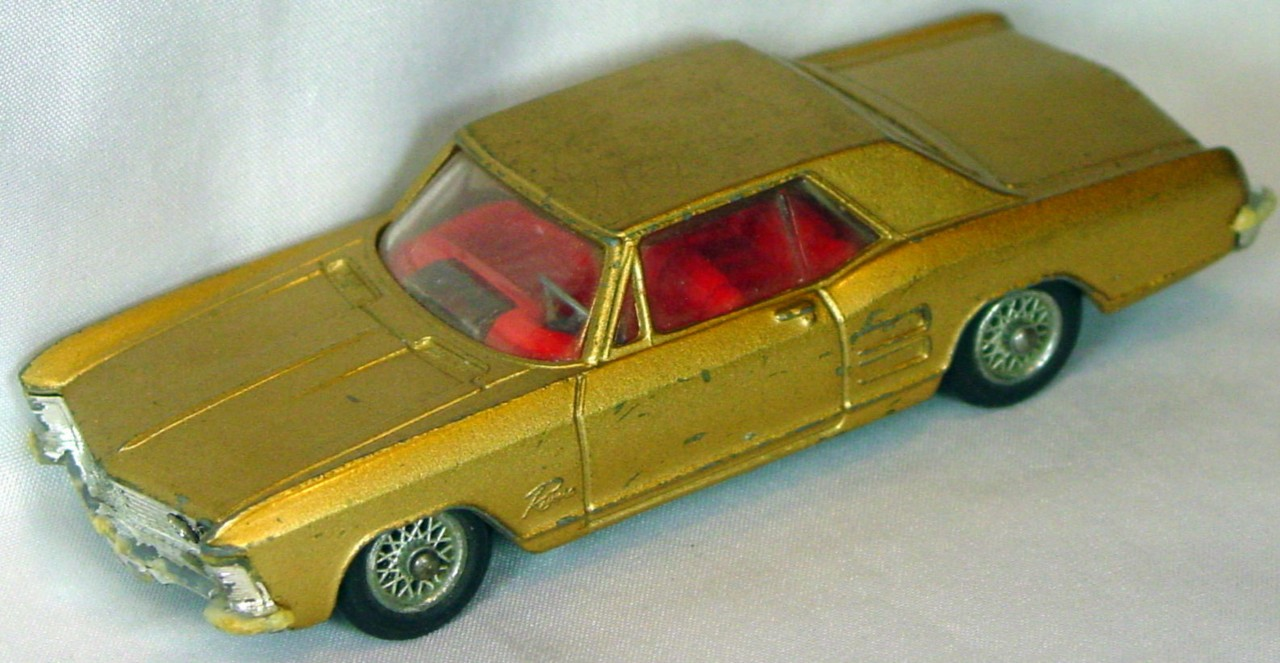 Corgi 245 A 1 - Buick Riviera Gold