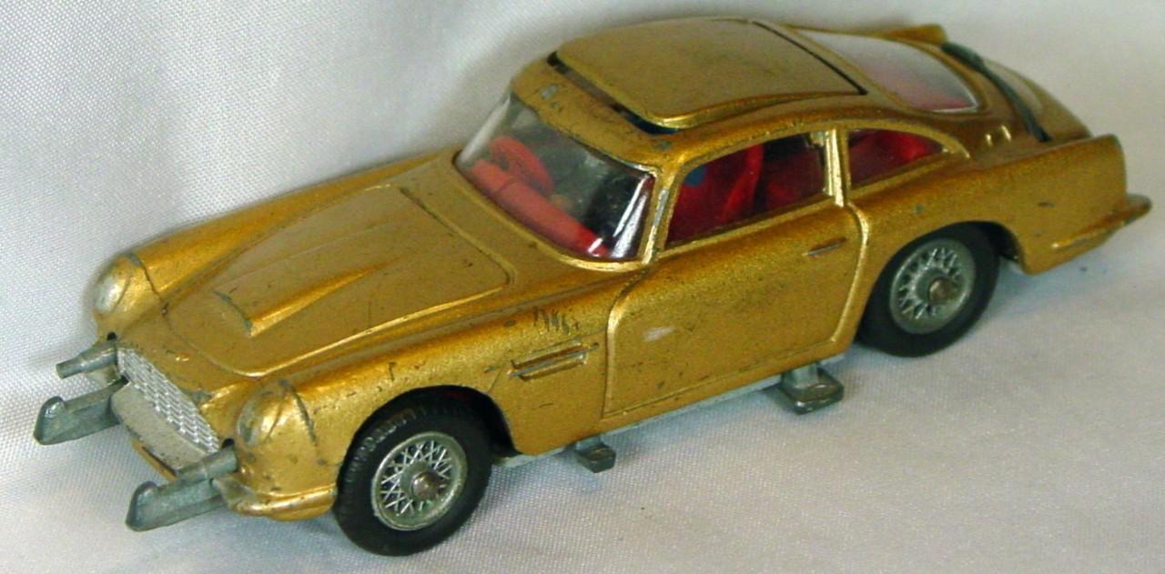 Corgi 261 A - Bond Aston Gold with man working mech.