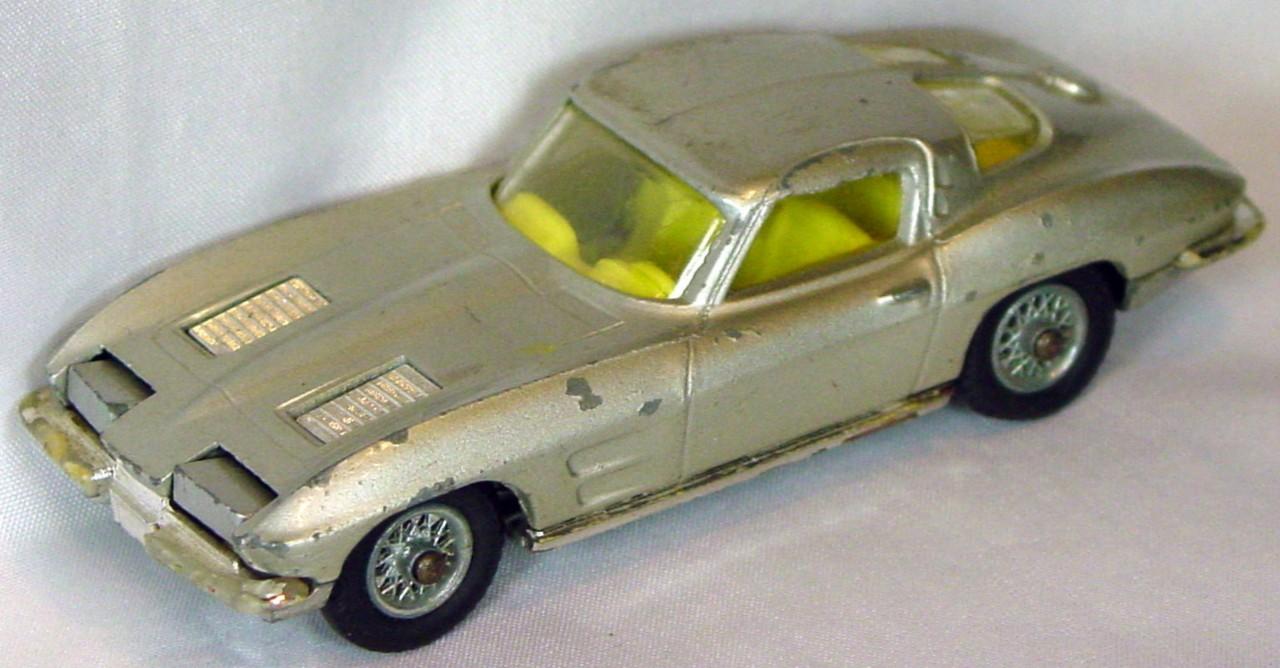 Corgi 310 A 4 - Corvette Stingray Silver yellow interior