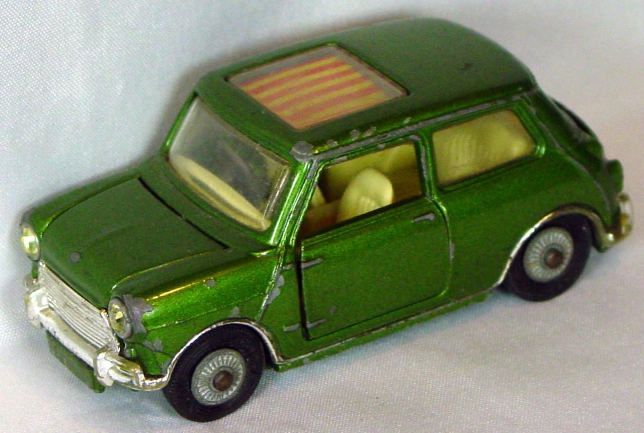 Corgi 334 A - Mini Cooper Magnifique met Green 7 roof stripes