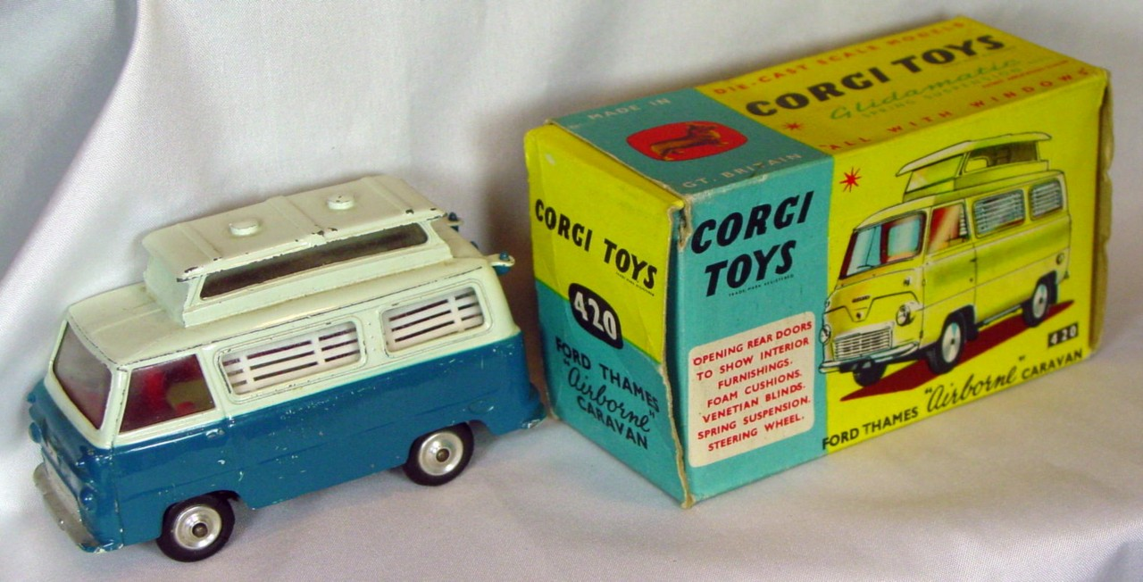 Corgi 420 A 3 - Thames Airborne Caravan off white and turquoise yellow tableC8.5