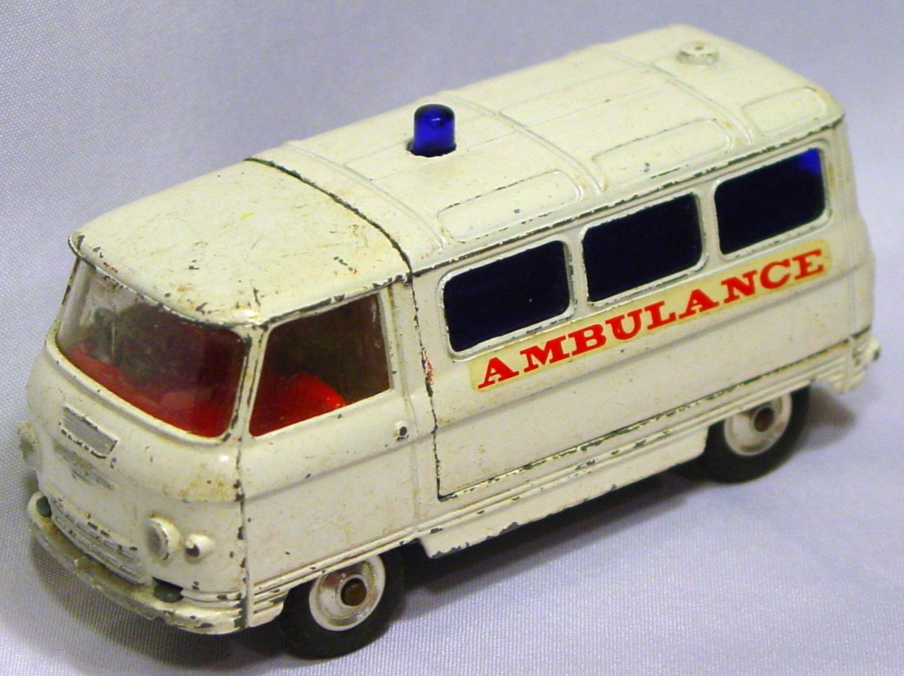 Corgi 463 A 1 - Commer Ambulance White