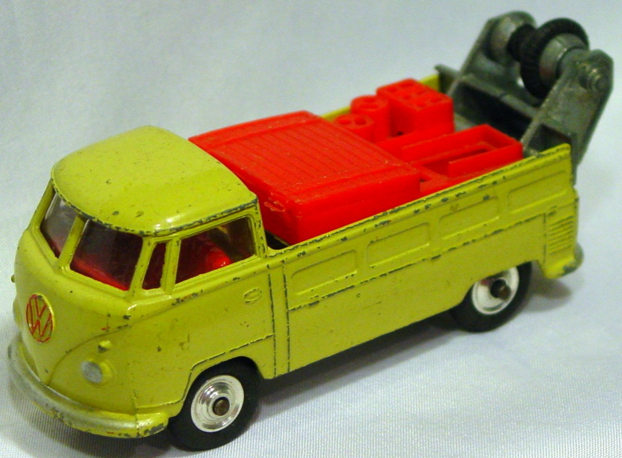 Corgi 490 A 1 - VW Wrecker Tan no labels