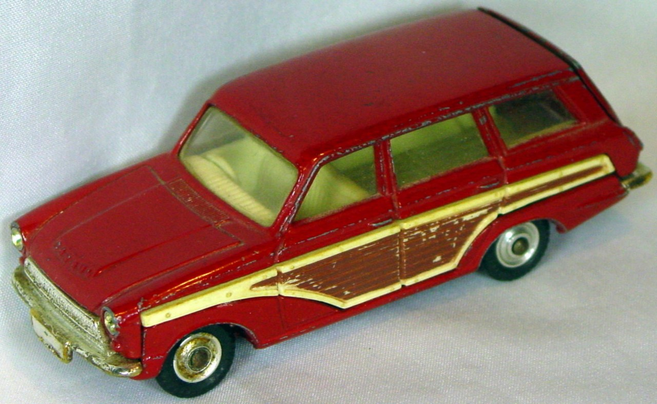 Corgi 491 A - Ford Cortina Estate Woody Maroon -r window