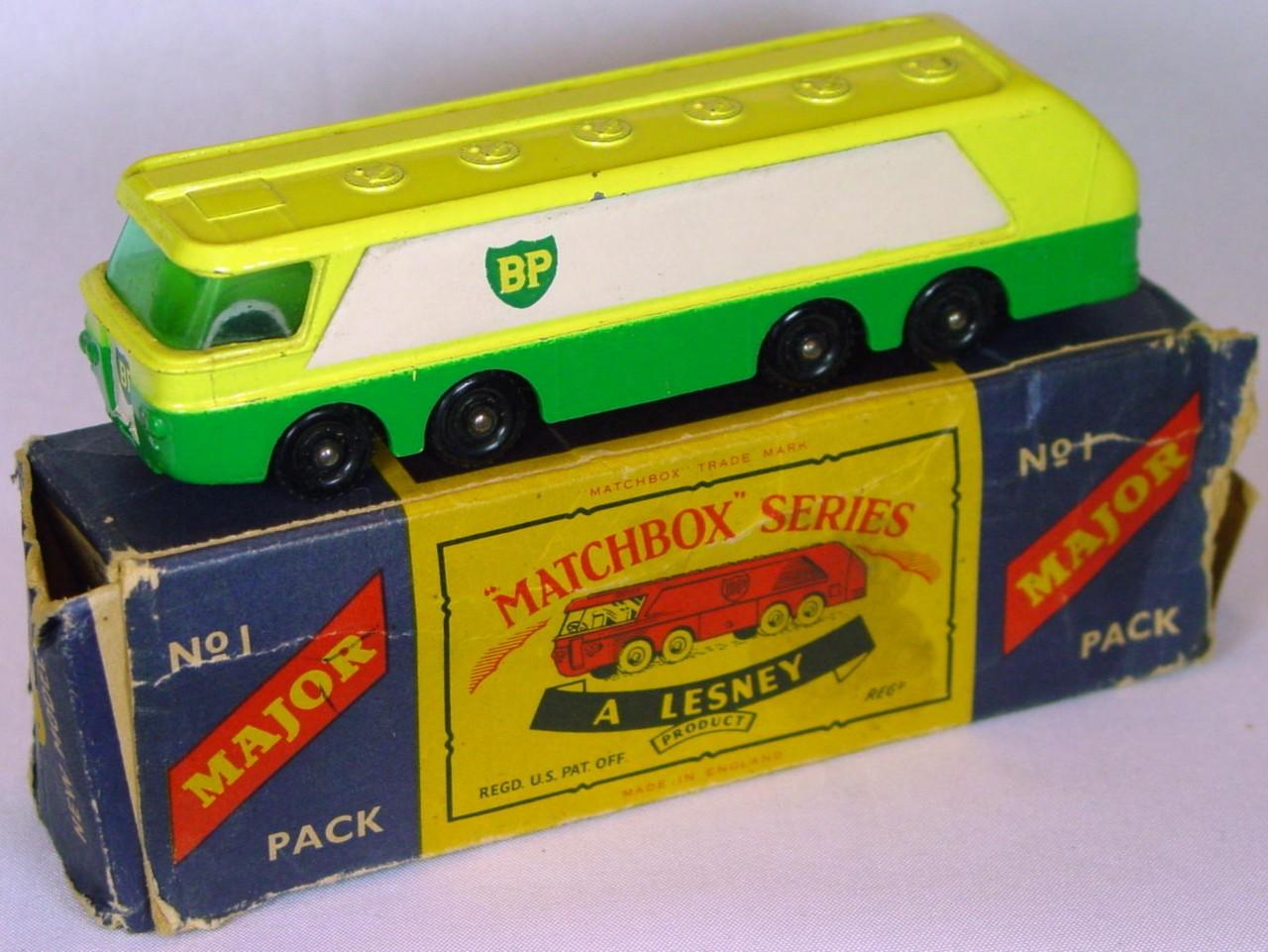 Major Pack 01 B 1 - BP Autotanker knobby black wheels 3 chips C8 Lesney box -1 flap