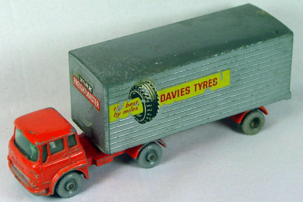 Major Pack 02 B 1 - Bedford truck Davies Tyres grey plastic wheels!